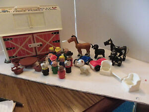 1967 Fisher Price family barn 915 tractor, family, dog cow no Silo