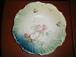 Antique Gold Medal St. Louis Owen Minerva Grape Leaf Serving Bowl