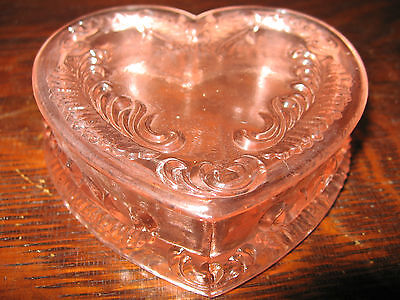 Vintage Boyd Pink glass heart pattern powder jewelry box dresser holder ring art