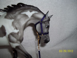 PURPLE-HALTER-LEAD-TACK-BREYER-PETER-STONE-TRAD-model-horses