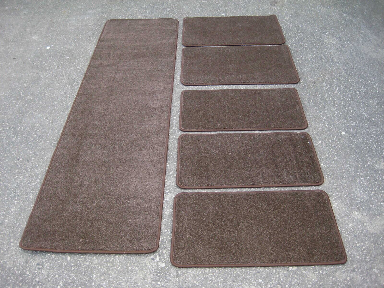 caravane camping car int rieur sol tapis en marron. Black Bedroom Furniture Sets. Home Design Ideas