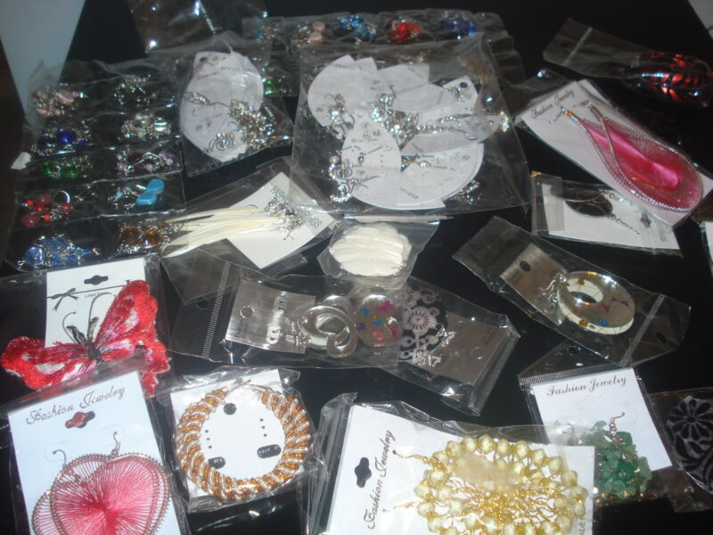 LOT OF 10 PAIRS OF MIXED VARIETIES OF EARRINGS (USA SELLER)X8