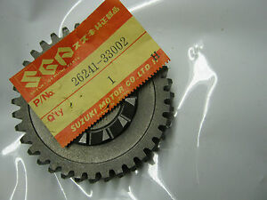 Suzuki-GT380-nos-kickstart-drive-gear-1972-1977-26241-33002