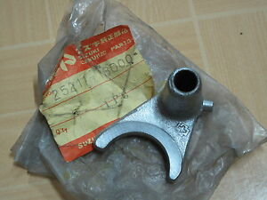 Suzuki-GT250-GT380-TC305-T250-T305-T350-Fork-Gear-Shift-NO-1-NOS-P-N-25211-18000
