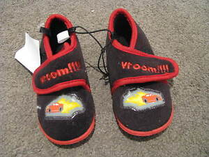 BNWT-BOYS-SLIPPERS-SIZE-7-8-9-CARS-VROOM-RUBBER-SOLES-VELCROSE-CLOSURE