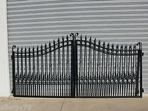 BEAUTIFUL  BRAND NEW DRIVEWAY PROPERTY GATE SET WROUGHT IRON  BLACK
