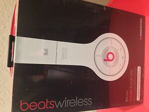 WIRELESS-Beats-by-Dr-Dre-Solo-with-ControlTalk-White-Over-the-Head-Headphones
