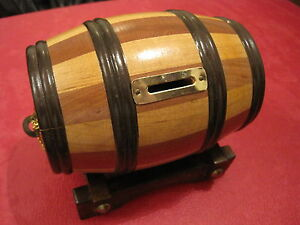 VINTAGE WOOD PIRATE RUM BARREL PIGGY BANK COIN SAFE WITH STAND & KEYS HEAVY NEW