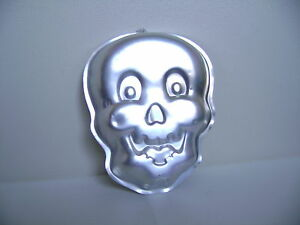 Wilton Cake Pan Skeleton Skull Face Figure Head 12 By 10