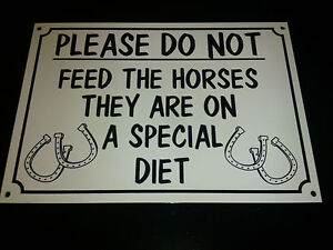 Funny-Sign-DONT-FEED-THE-HORSES-SPECIAL-DIET-A5-farm-safari-zoo-animals