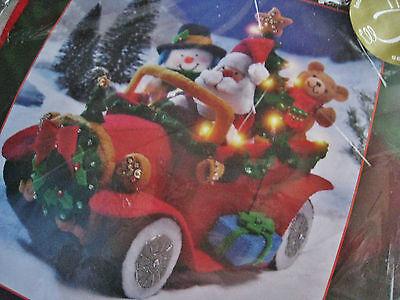 Christmas Bucilla Holiday Felt Applique Kit,SANTA'S VINTAGE CAR,85329,Lights Up!