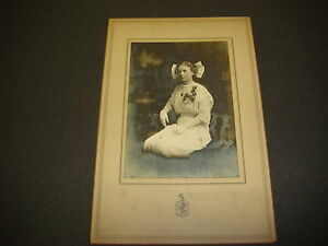 Antique-Cabinet-Photograph-Pretty-Young-Lady-in-Victorian-Dress-6-X-9-007