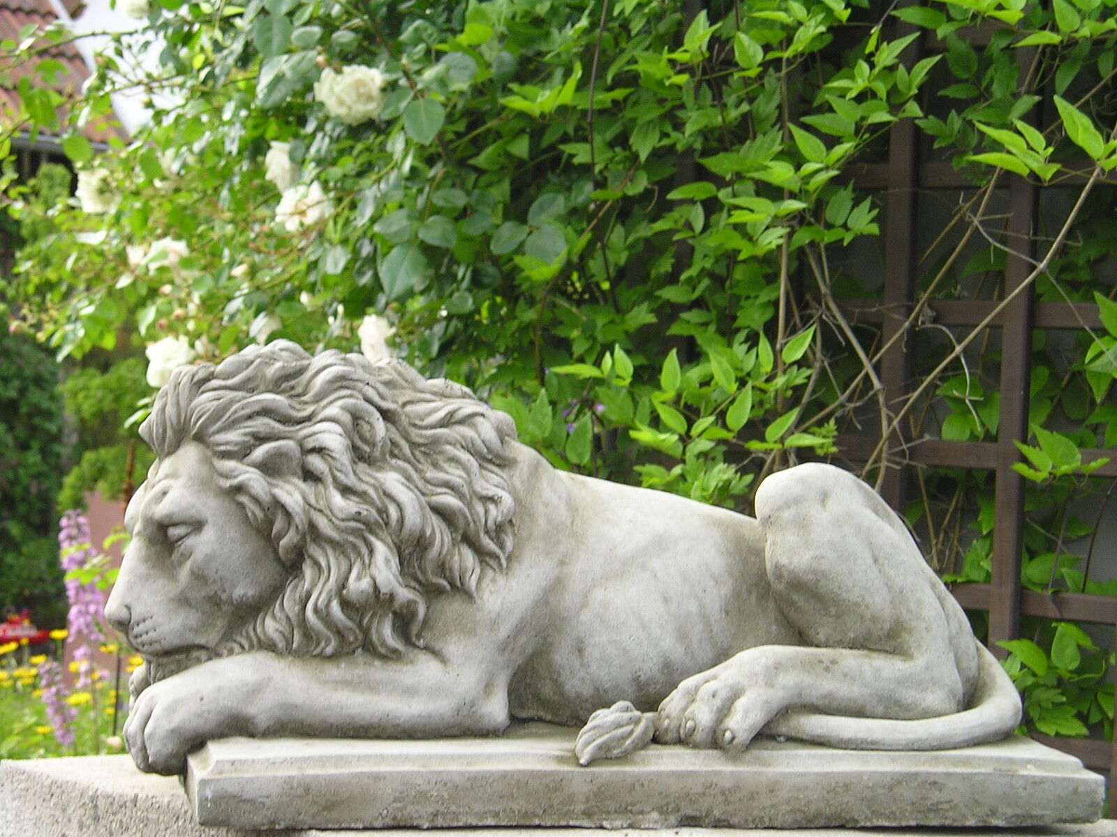 gartenfigur steinfigur stein skulptur l we r antik. Black Bedroom Furniture Sets. Home Design Ideas