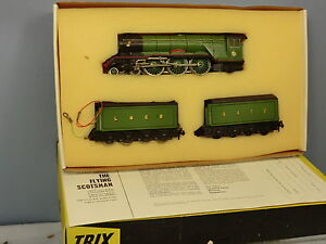 TRIX-No-1180-LNER-A3-4-6-2-FLYING-SCOTSMAN-WITH-DOUBLE-TENDERS-VN-MIB