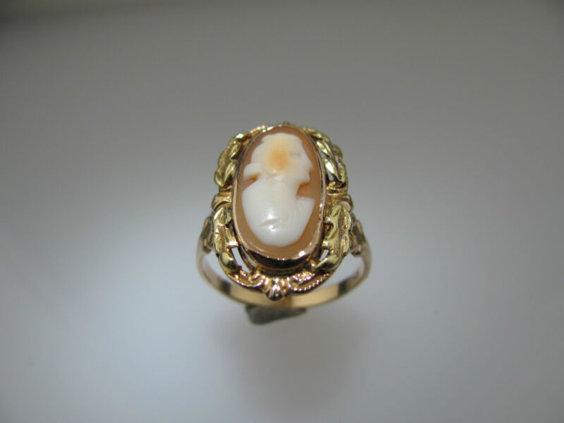 10k Yellow Gold Cameo Shell Ring 3.6 grams Size 6.5