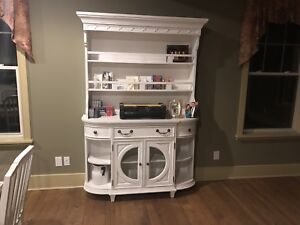 Country hutch cabinet