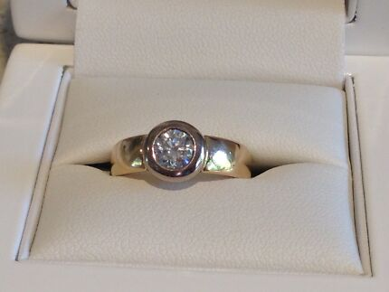 Solitaire Engagement Ring & 2x Diamond Wedders