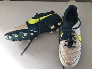 Nike Women's Tiempo Cleats, Size US8