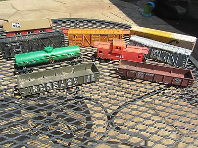 HO Scale Railroad Car Lot And Accessories - Train Parts