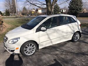 2010 Mercedes Benz B200 Turbo only 60,000 on eng. and trans