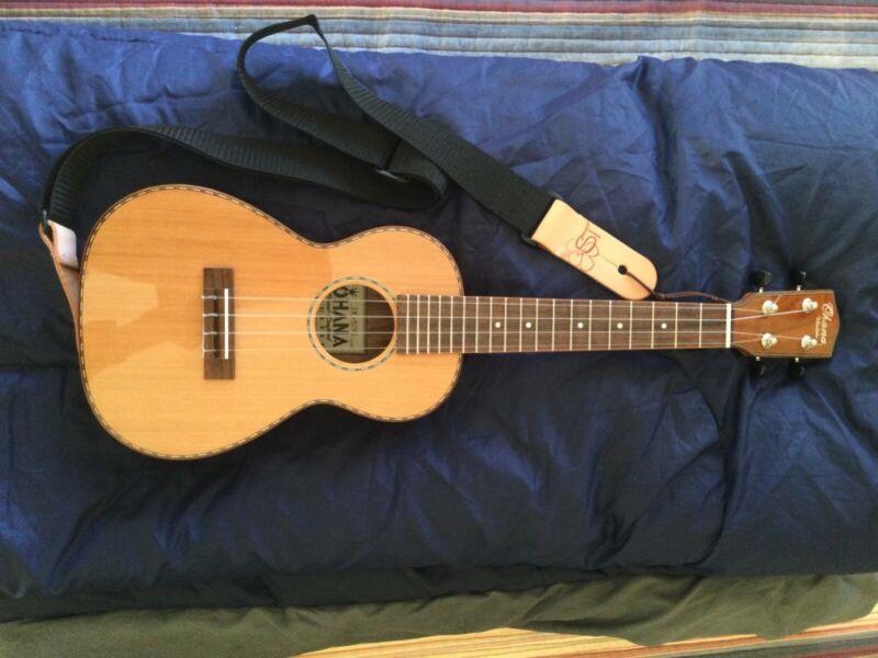 ohana concert ukulele slightly used