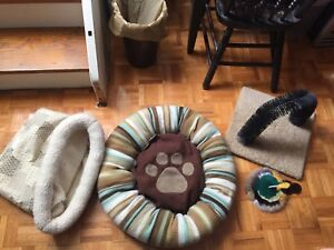 Cat beds and large toys