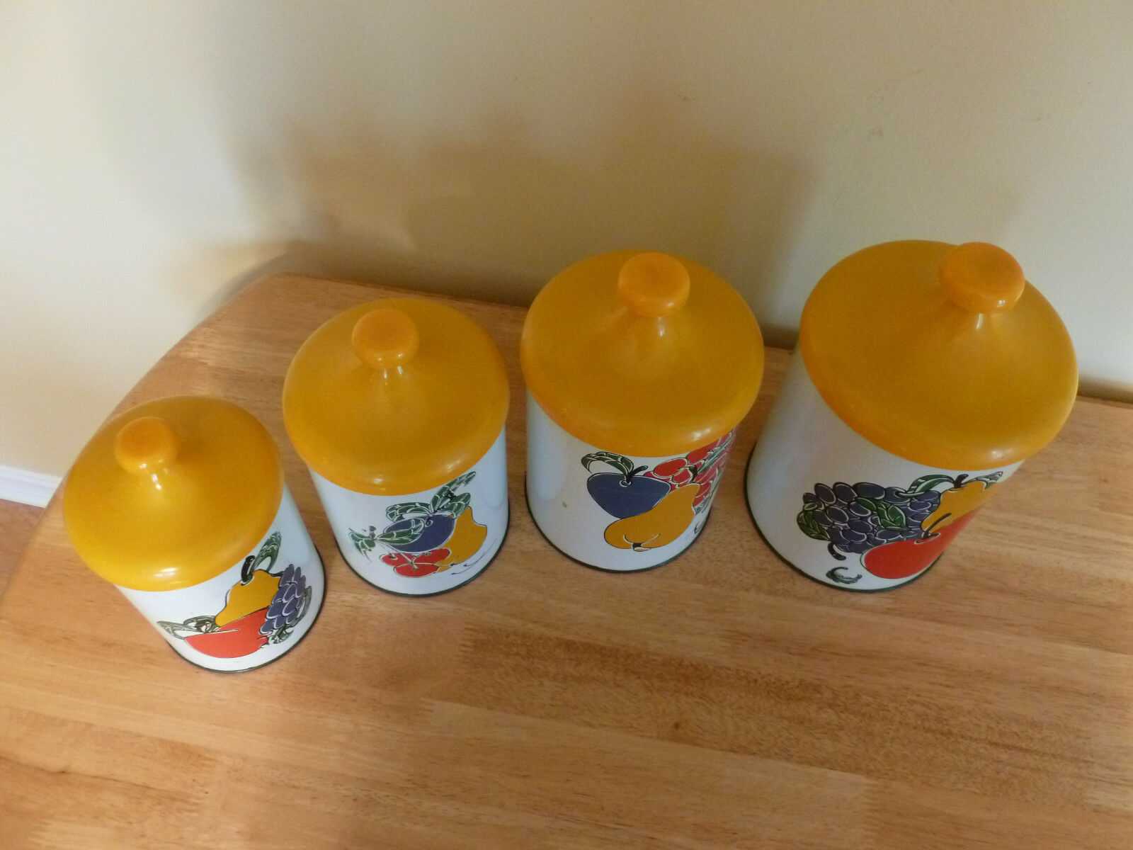 Vintage pantry queen metal kitchen canisters set fruit for Kitchen queen set