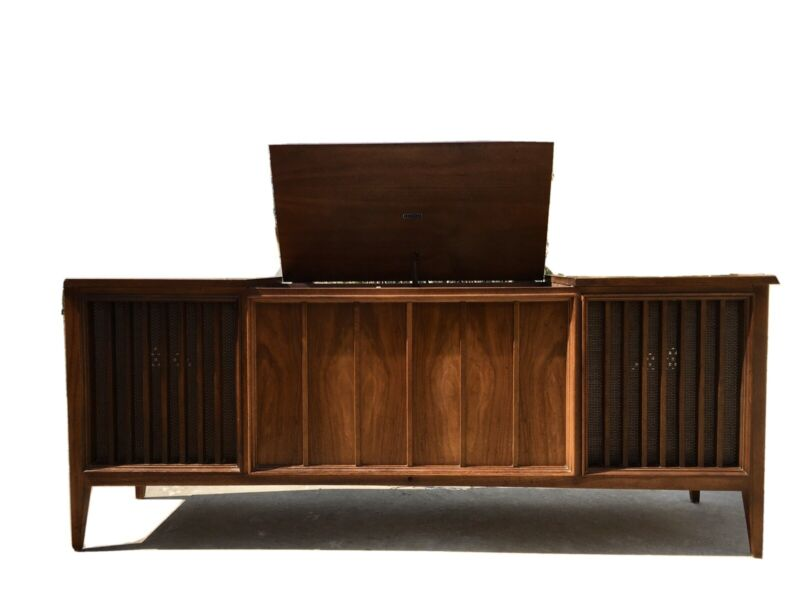 Mid Century Modern Zenith  Stereo Console Cabinet / Credenza