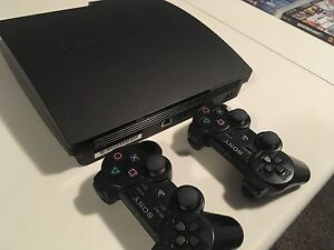 PlayStation 3 Slim + 8 games 2 controllers