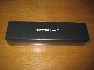 Apple Watch Series 5 Silver with Pure Platinum & Black Nike Sports Band 44 mm
