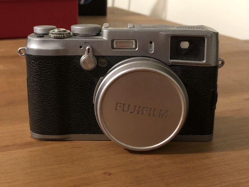 Fujifilm Fuji Film Finepix fine pix X100 digital Camera *Silver