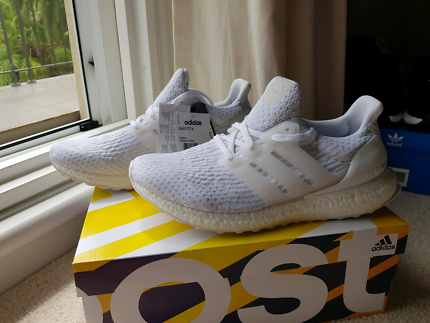US 10 - Ultra Boost 3.0 Triple white