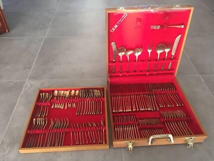 135 Piece Cutlery Set