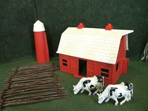 O gauge farm house with  Brown farm FENCE , cows ,silo~ O gauge accessories