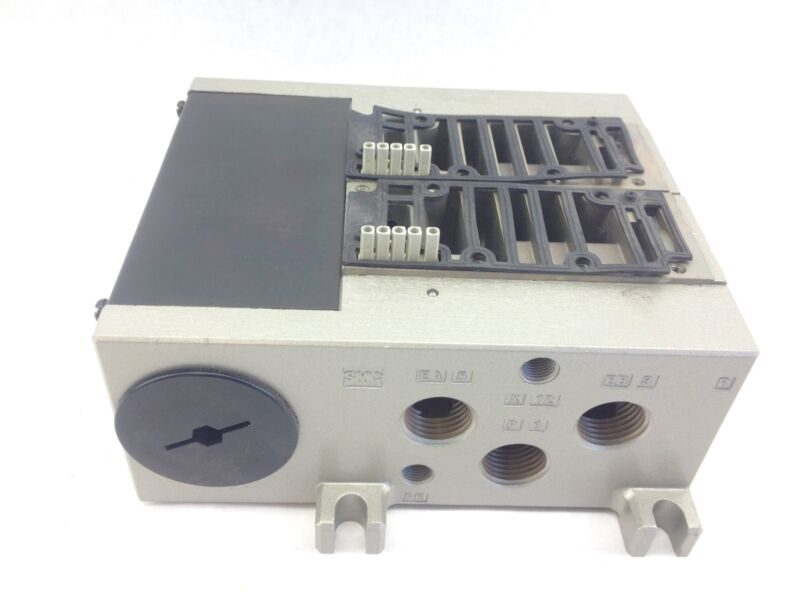 SMC 4000 SERIES DBL SOLENOID DIRECTIONAL AIR VALVE MANIFOLD SUBPLATE  (H81)