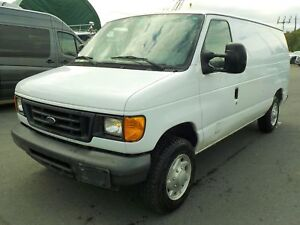 2007 Ford Econoline E-150 Cargo Van with Bulkhead Divider and Re