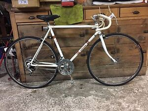 54 cm vélo de route Omega pneus Neuf mise au point