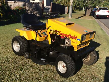 Fastcut 32 greenfield ride on mower auto drive 104 hrs Camira Ipswich City Preview
