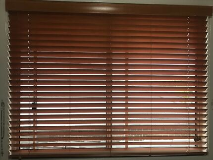 Timber Venetian blinds brown