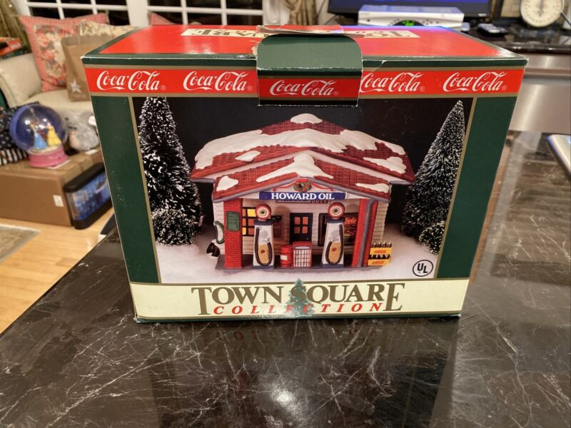 Coca-Cola Town Square~Howard Oil Gas Station ~#7600 Christmas Village~Lights up