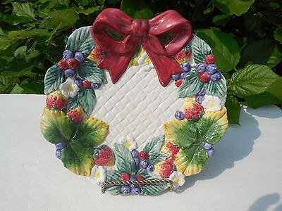 -  Fitz and Floyd Strawberry & Blueberry Wreath Scalloped Edge Dessert Salad Plate