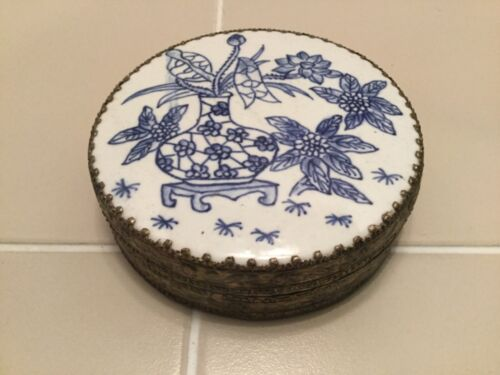 Vintage Asian/Chinese Blue & White Porcelain Top Silver Round Pill Box