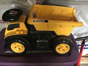 Caterpillar 3-in-1 Dump Truck Ride-on