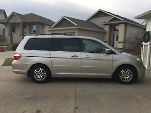 2006 Honda Odyssey EX-L, 8-seater, DVD Leather