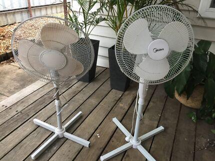2x lounge/bedroom fans