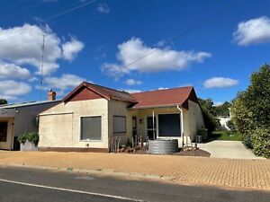 Make An Offer! Old House/Commercial Spac On Large Block In Town Centre