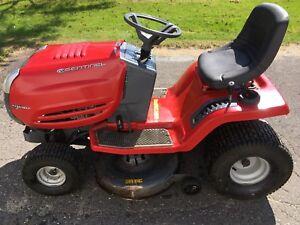 Tracteur à gazon.  17 1/2 hp