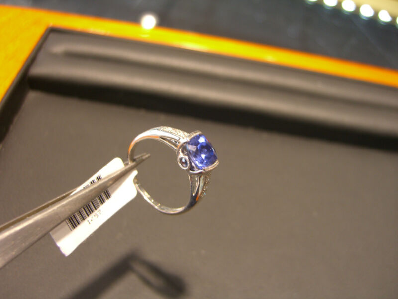 Diamond And Tanzanite Ring 14 Karat White Gold! 0.10ct Dia 1.50ct Tanzanite New