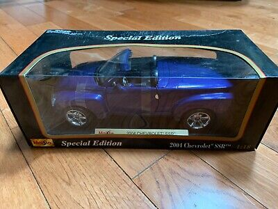 Maisto 2004 Chevy SSR 1:18 Scale Diecast Model Car Pickup Truck Blue
