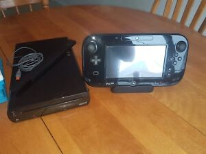 Wii U with 7 games and extra controller